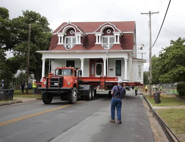 Historic House Move 06